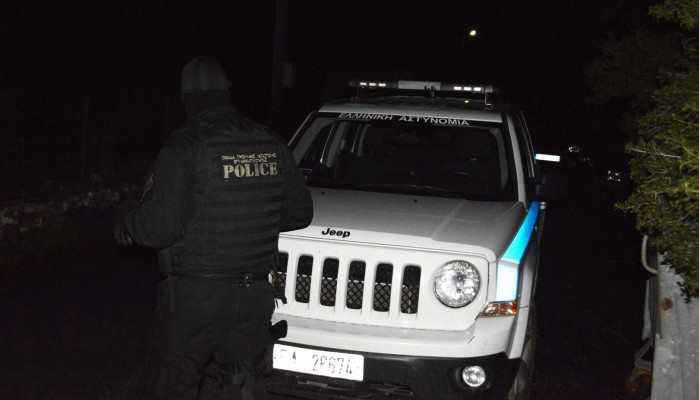 Αγρίνιο: Kυκλοφορούσε χωρίς πινακίδες,ασφάλεια και είχε και σουγιά στο ΙΧ