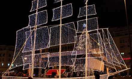 Χριστουγγενιάτικο καράβι απο το  Γυμνάσιο Αγίου Κων/νου