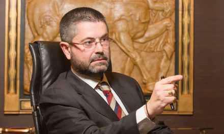 Συνελήφθη  ένας 35χρονος που θεωρείται βασικός ύποπτος για τις επιθέσεις με βιτριόλι εναντίον του Αγρινιώτη  δικηγόρου Παύλου Σαράκη