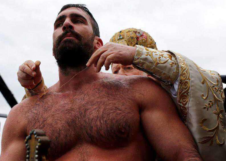 Ένας Αγρινιώτης έπιασε τον Τίμιο Σταυρό  στην Κωνσταντινούπολη!