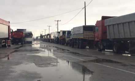 Μεσολόγγι: Στην ουρά φορτηγά για προμήθεια αλατιού εν όψει του κύματος κακοκαιρίας