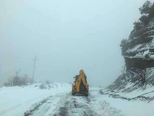 Δήμος Αμφιλοχίας: 14 μηχανήματα μάχονται από προχθές στα χιόνια-απούσα η Περιφέρεια;