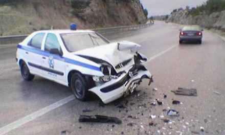 Αγρίνιο: ΙΧ «καρφώθηκε» σε περιπολικό-τραυματίστηκε ο αστυνομικός!