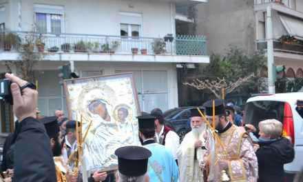 Αγρίνιο: Με μάτια δακρυσμένα  υποδέχθηκαν οι πιστοί την εικόνα της Παναγίας της Παραμυθίας