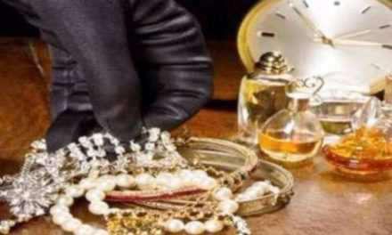 Έκλεψαν κοσμήματα αξίας 10.000 ευρώ απο οικία 47χρονου στο Αγρίνιο.