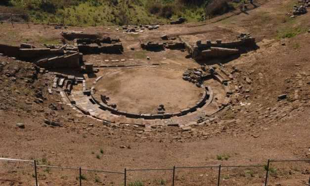 Από το 2013 εκκρεμεί η μελέτη αποκατάστασης-αναστήλωσης του Αρχαίου Θεάτρου Στράτου