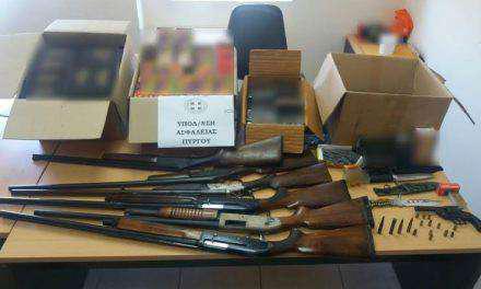 Συνελήφθη 54χρονος με 7.000  κροτίδες και  κατοχή όπλων