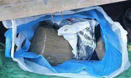 Αιτωλικό: Έμπορος ναρκωτικών έκρυβε κιλά ηρωίνης έξω από το σπίτι του (vid)!