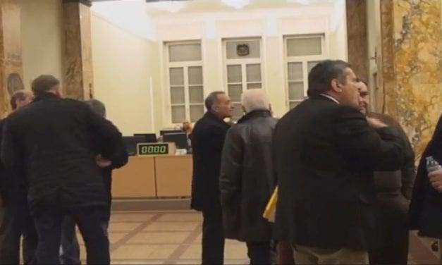 Ζούμε μεγάλες στιγμές στις συνεδριάσεις του δημοτικού συμβουλίου Αγρινίου!