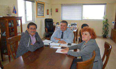Συνάντηση Καραπάνου  με τον Δήμαρχο και την Πρόεδρο του Δημοτικού Συμβουλίου Πατρέων