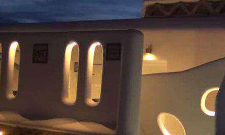 Γιατί η Μύκονος να έχει τέτοιες δημόσιες τουαλέτες και το Αγρίνιο όχι!!! (βιντεο)