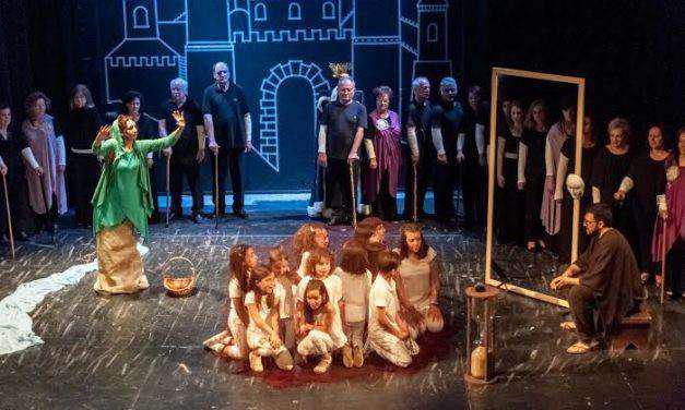 Ενθουσίασε «Το χρυσό δεκανίκι» στο Δημοτικό Θέατρο Αγρινίου